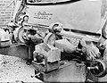 Machine voor het maken van klompen bij klompenmakerij Gebr Van der Velde in Bes, Bestanddeelnr 252-0761.jpg
