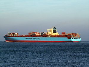 Maersk Safmarine Himalaya p2, leaving Port of Rotterdam, Holland 14-Jan-2006.jpg