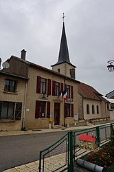 The town hall and church in Laneuvelotte