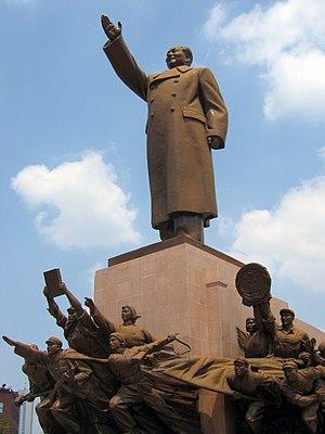 Mao Statue at Zhong Shan Guang Chang