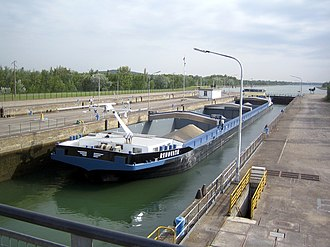 Marckolsheim - Barge in the lock beside the power station