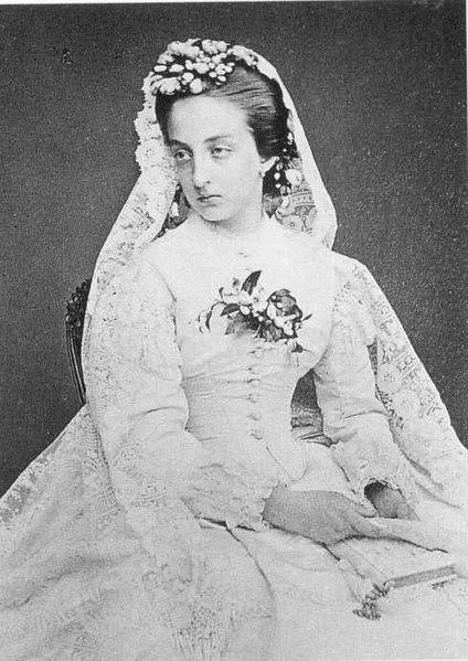 File:Marie-Isabelle Comtesse de Paris.jpg