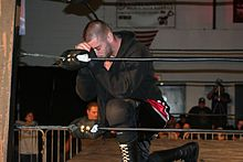 alt=Description de l'image Mark Briscoe prays.jpg.
