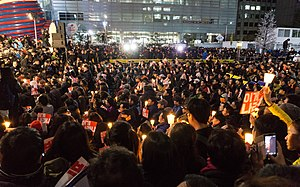 Mass protest in Cheonggye Plaza 04.jpg