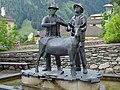 Matrei - Brunnen mit Skulptur Der Goashandel - 2.jpg
