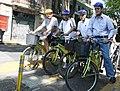 Mauricio Macri en una recorrida en bicicleta con los alcaldes del DF de México, Marcelo Ebrard y de Santiago de Chile, Pablo Zalaquett. (6487596183).jpg