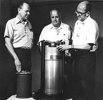 Atomic demolition munition - Scientists look at a MADM nuclear land mine. Cutaway casing with warhead inside, code-decoder / firing unit is at left.