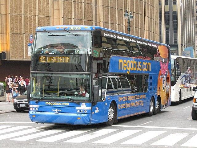 https://upload.wikimedia.org/wikipedia/commons/thumb/3/3e/Megabus_Van_Hool_TD925_DD014_in_New_York_City.jpg/640px-Megabus_Van_Hool_TD925_DD014_in_New_York_City.jpg