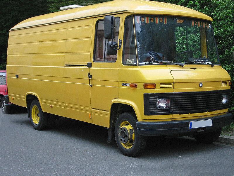 Datei:Mercedes t2 facelift sst.jpg