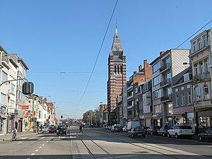 Merksem - Image: Merksem, straatzicht met kerk foto 1 2011 10 16 12.50