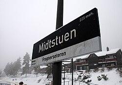 Midtstuen stasjon skilt.jpg