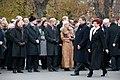 Ministru prezidents Valdis Dombrovskis piedalās ziedu nolikšanas ceremonijā pie Brīvības pieminekļa (6357986023).jpg