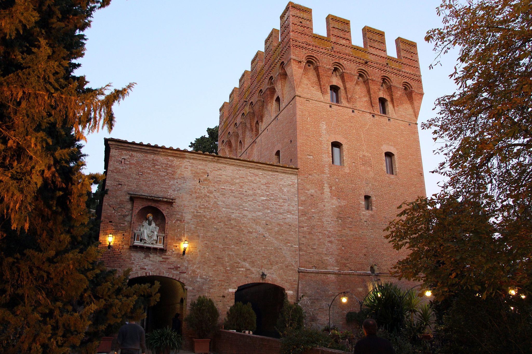 Monte Oliveto Maggiore, barbacane (1323-1526 restaurato nell'ottocento)
