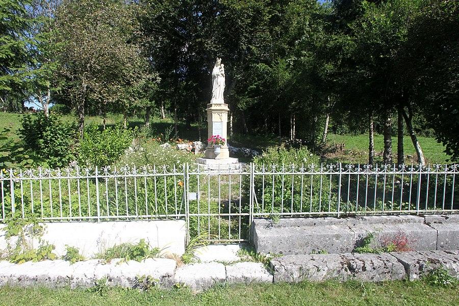 Statue à Montflovin (Doubs).