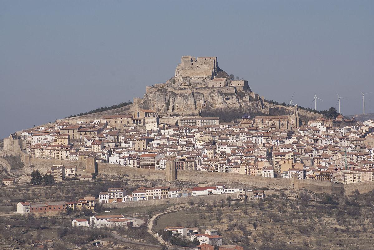 https://upload.wikimedia.org/wikipedia/commons/thumb/3/3e/Morella_Castillo.jpg/1200px-Morella_Castillo.jpg