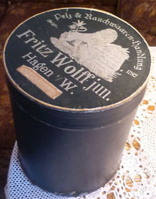 Muff bandbox of the Furrier Fritz Wolff in Hagen 1900 (2).jpg