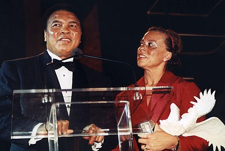 Muhammad and Lonnie Ali, 2001 Muhammad Ali and wife Lonnie.jpg