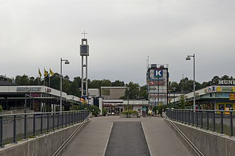 Munkkivuori - The extension of the north wing (on the right) of the shopping center has been under debate