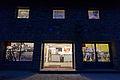 Museum Nacht Front-Tür-Nah.jpg