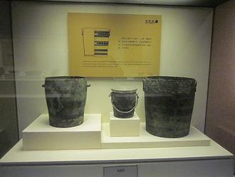 Zhao Mo - Đông Sơn bronze jars from the tomb