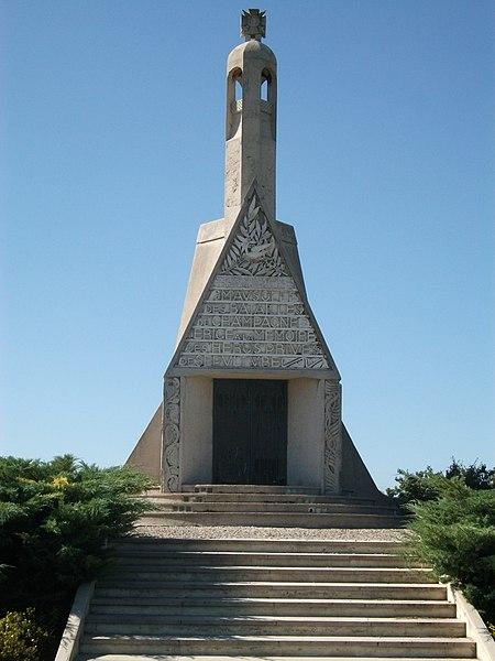 Monument dans la nécropole nationale de Sillery (Marne).