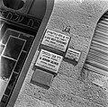 Naambordjes van medici op een muur, Bestanddeelnr 255-0343.jpg