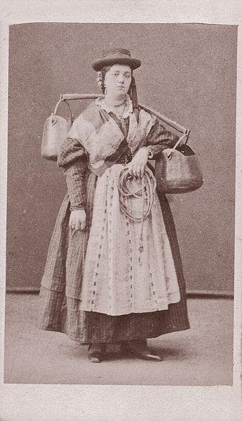 File:Naya, Carlo (1816-1882) - Portatrice d'acqua a Ve 2.jpg