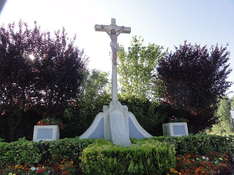 Neuville-Saint-Amand (Aisne) croix de chemin au village
