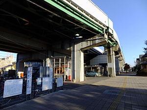 Hanuki Station - Image: New Shuttle Hanuki Station 20151104