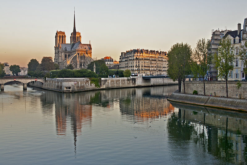File:Notre Dame, early morning.jpg