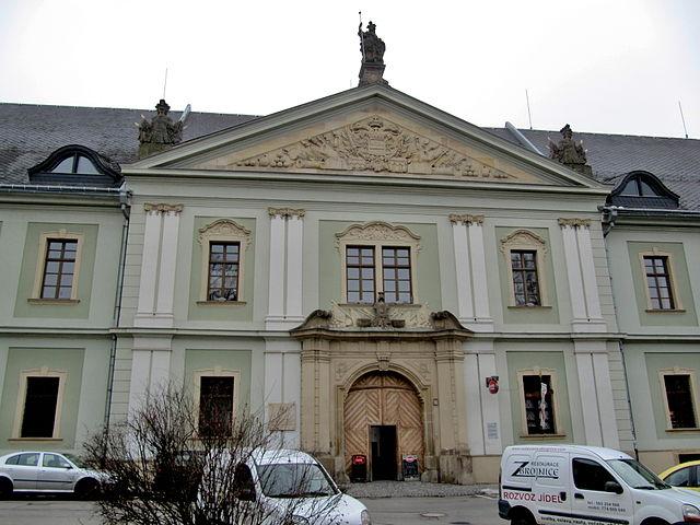 640px-Olomouc,_Tereziánská_zbrojnice.jpg (640×480)