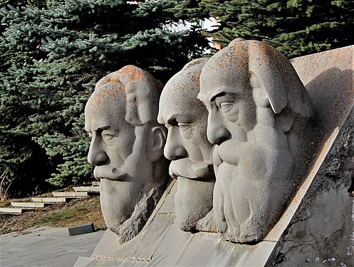 Orbeli Brothers' busts in Tsakhkadzor.jpg