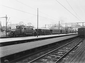 Oslo West Station - Oslo V in 1922, just after electrification; train hauled by NSB El 1