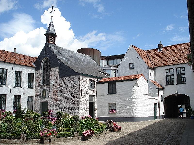 http://upload.wikimedia.org/wikipedia/commons/thumb/3/3e/Oudenaarde_Eerste_begijnhofplein5.JPG/800px-Oudenaarde_Eerste_begijnhofplein5.JPG