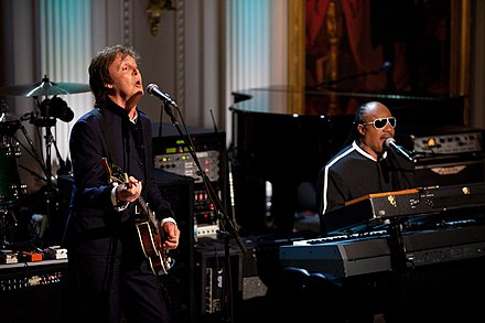 "Paul McCartney and Stevie Wonder perform ""Ebony and Ivory"" at a concert at the White House in 2010. P060210SA-0312.jpg"