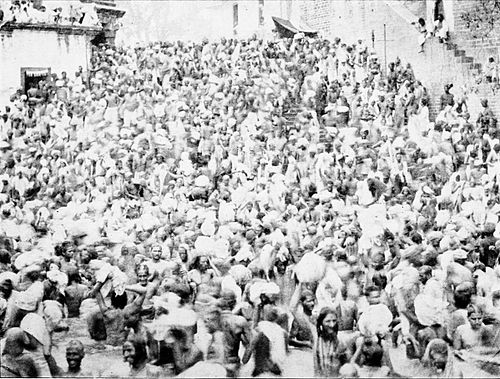 PSM V43 D666 Pilgrims swarming around the sacred pool at haridwar.jpg