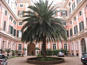 Palazzo Gabrielli-Borromeo - Courtyard