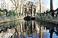 Paris - Fontaine Médicis (39600843335).jpg