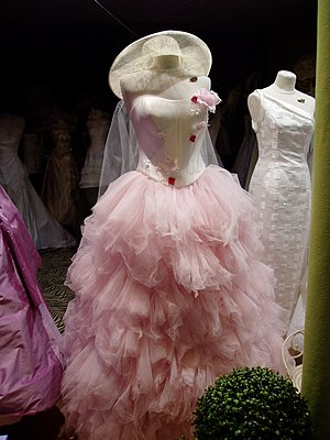 Bouffant gown - A Parisian bouffant gown made of pink tulle.