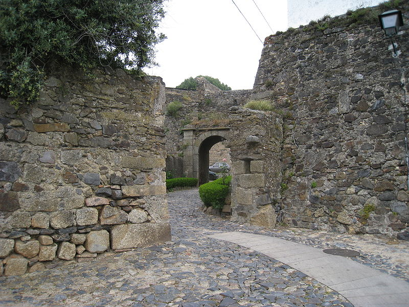 Image:Pathway to the castle.jpg