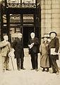 Paul Otlet et Henri La Fontaine devant les portes du Palais Mondial.jpg
