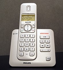 Telefono cordless dotato di tecnologia DECT agganciato fisicamente alla sua base, cablata alla rete telefonica fissa.