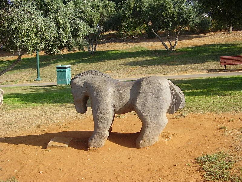 פסל סוס בפארק רעננה