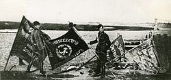 Zdobyte pod Warszawą sztandary bolszewików - sierpień 1920