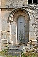 Porte latérale de l'église Notre-Dame d'Estrées-la-Campagne (Quesnay).jpg