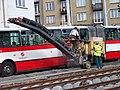 Průběžná, rekonstrukce TT, stroj a autobus.jpg