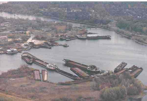Pripyat-river-container-vessels