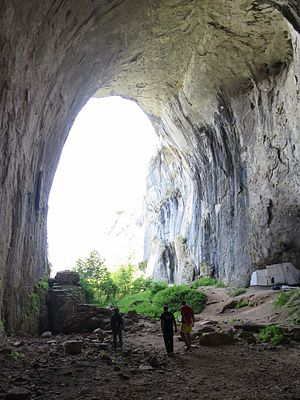 Petrevene - The Prohodna cave in the Karlukovo canyon