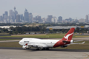 Qantas Boeing 747-400 at Sydney airport.jpg