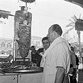 Restauranthouder bij zijn shoarma spit, Bestanddeelnr 255-6510.jpg
